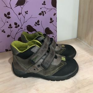 Ecco Boy's Gray/Blk Leather Boots In Size 8